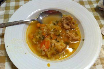 מרק ירקות חורפי עם בצקניות מקמח כוסמין מלא