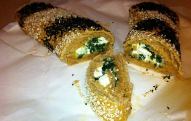לחם מבצק פריך במילוי גבינה ומנגולד