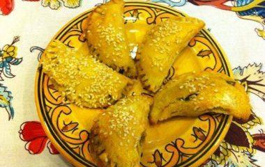 סמבוסק מקמח חומוס במילוי תרד